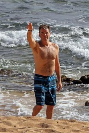 Пирс Броснан отдыхает на Гавайях