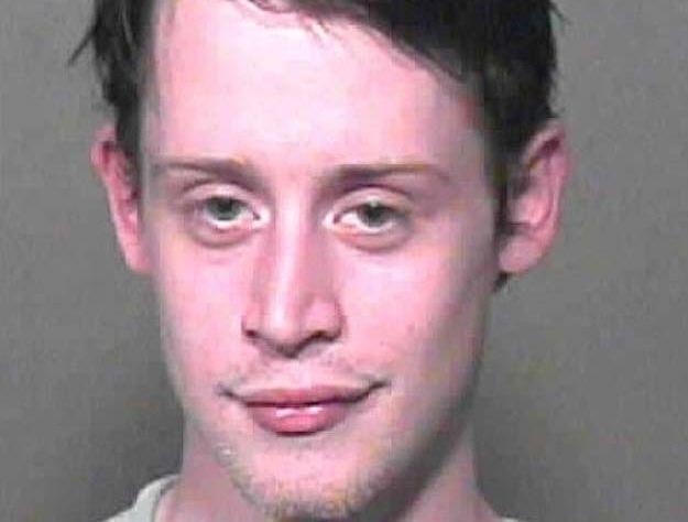8. 2004 год. Фото полиции, когда его арестовали за хранение марихуаны.