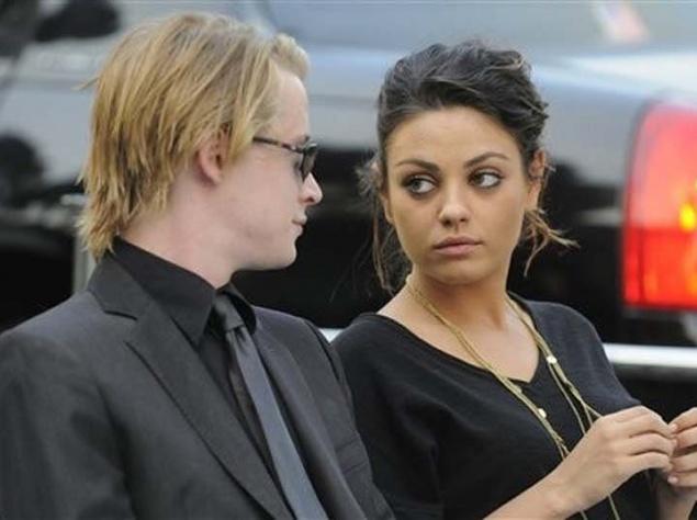 11. 2009 год. С бывшей девушкой – актрисой Милой Кунис.