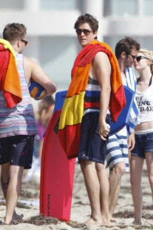 Э.Гарфилд и Эмма Стоун устроили небольшую вечеринку на пляже