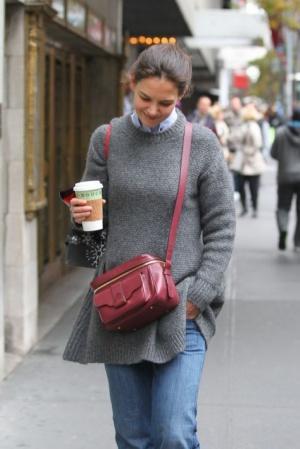 Кэти Холмс на прогулке в Нью-Йорке (фото)