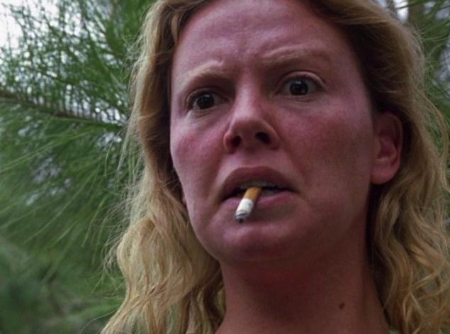 Для удачливости вида стоковой убийцы Эйлин Уорнос актрисе Шарлиз Терон (Charlize Theron) понадобилось уродовать себя зубными протезами и засаленными волосами.