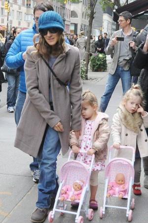 Сара Джессика Паркер с семьей на прогулке (фото)