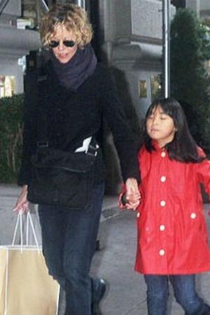 Мыс Райан вывела дочку на небезопасную прогулку (фото)