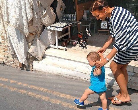 Эвелина Бледанс увезла сына на Кипр