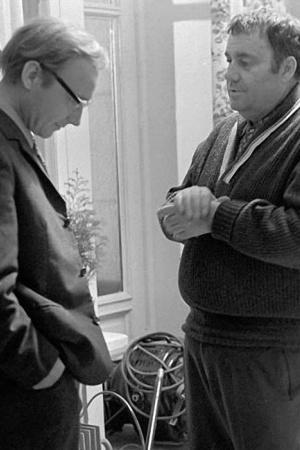 По словам Рязанова, Андрею Мягкову специально налепили такие усики и очки в грубой оправе, чтобы он в начале фильма производил как можно большее впечатление