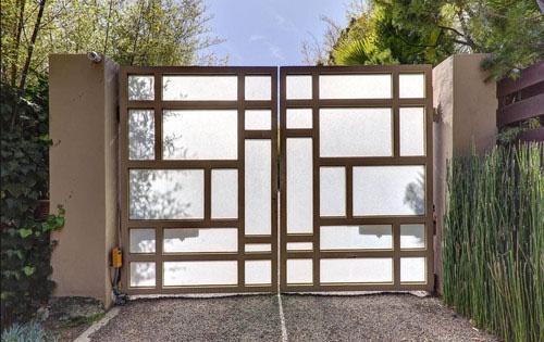 Зак Эфрон приобрел двухэтажный особняк