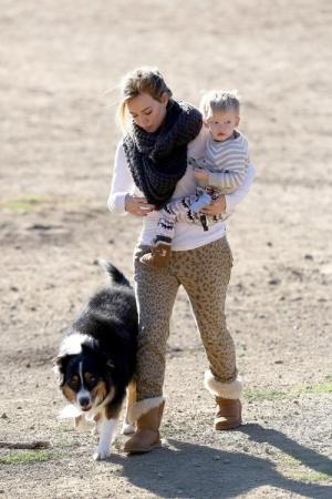 Хилари Дафф с сыном на прогулке