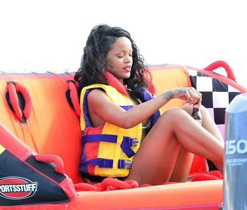 Рианна отдыхает на солнечном Барбадосе