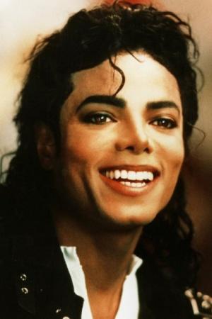 4. Майкл Джексон (Michael Jackson) Существует множество теорий заговора о смерти Майкла Джексона, начиная с того, что его якобы убило ЦРУ, до того, что он всё ещё жив. Однако странные планы по покушению на жизнь Майкла Джексона, которые звучат так, будто их взяли из какого-то фильма, не новы. После его смерти ФБР опубликовало документы, в которых описан странный случай Фрэнка Пола Джонса (Frank Paul Jones) – мужчины, который преследовал и угрожал убить Майкла. Он не только угрожал убить Джексона, но и хотел убить Джорджа Буша. Он был настолько одержим идеей убить Майкла, что он написал письмо, в котором он угрожал устроить массовую резню на концерте Короля Поп-Музыки, только для того, чтобы убить звезду. Так в чём была его проблема? Он, естественно, хотел денег. А, и ещё он был сумасшедшим. Видите ли, он считал, что он был женат на Джанет Джексон (Janet Jackson). Неплохая фантазия, если честно, но это всё равно признак того, что он сумасшедший, если он действительно в это верил.
