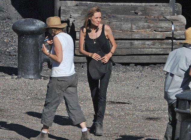 Исхудавшая Анджелина Джоли на съемках