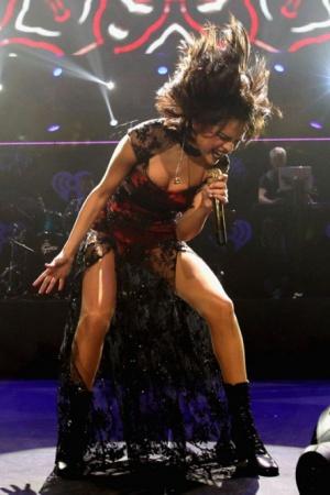Селена Гомес в образе женщины-вамп