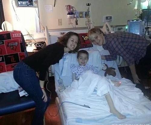 Дженнифер Лоуренс посетила детскую больницу
