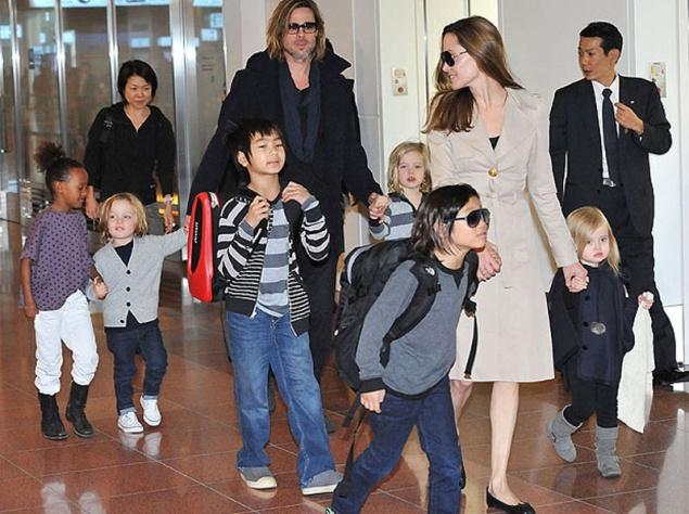 Семья Джоли и Питта с примеными и родными детьми