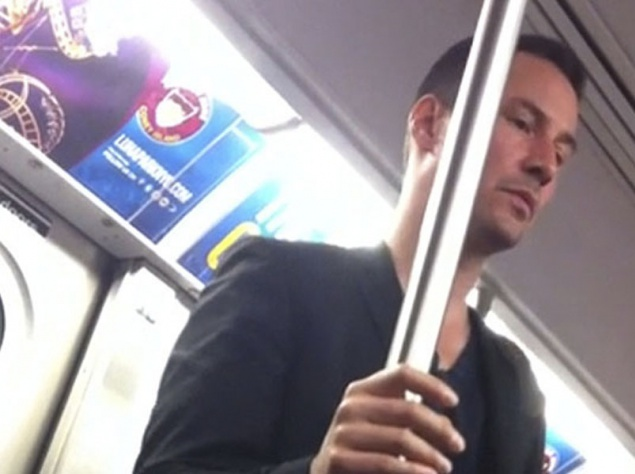 Киану Ривз в метро