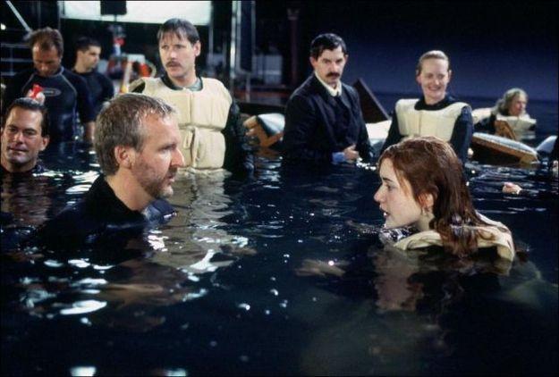 Океан, в котором показаны персонажи фильма, -это гигантский бассейн глубиной около метра