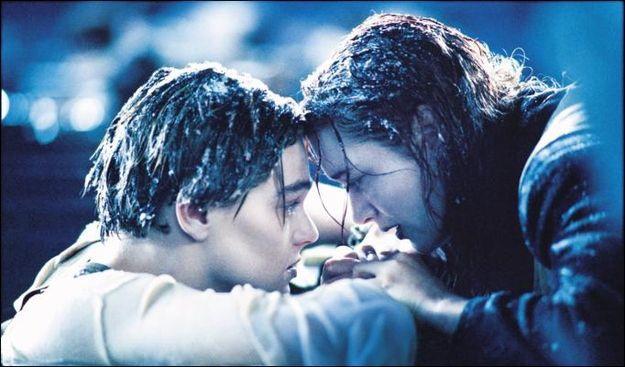 Для того, чтобы актеры казались замерзшими на экране, была использована специальная пудра, которая кристаллизировалась при прикосновении с водой. Для одежды и волос использовался воск.