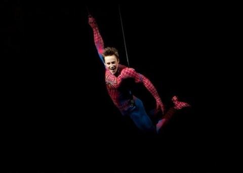 На роль Спайдермена, в итоге доставшуюся Тоби Магуайру, пробовался Чарли Шин.