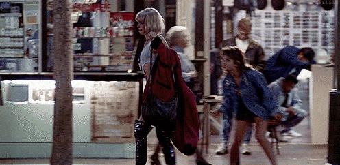 Красный плащ был куплен за тридцать долларов у швейцара незадолго до съемок