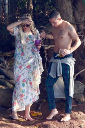 Эшли Симпсон с женихом на Гавайях