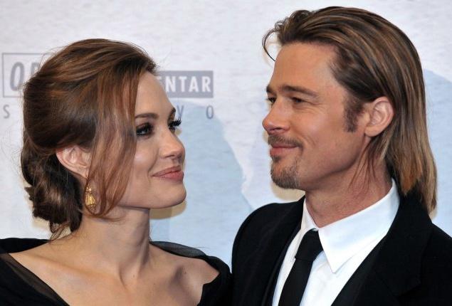 Можете спорить, но вряд ли бы Анджелина Джоли была той, кем она является сейчас, без Брэда Питта. Все же о них вдвоем сразу больше стали говорить, чем о каждом из них по отдельности. И Энджи стали называть самой красивой женщиной тоже только в паре с Питтом.