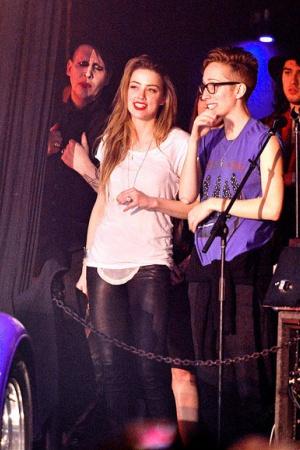 Эмбер Хёрд на благотворительном концерте Джонни Деппа