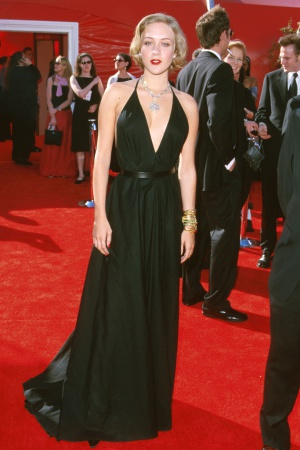 Хлое Севиньи в платье от Yves Saint Laurent, 2000