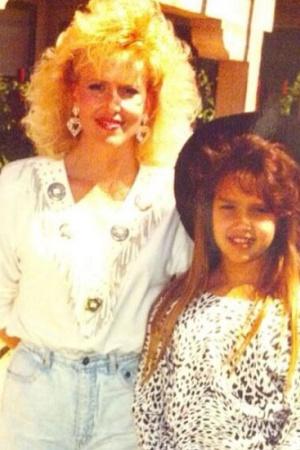 Джессика Альба с мамой