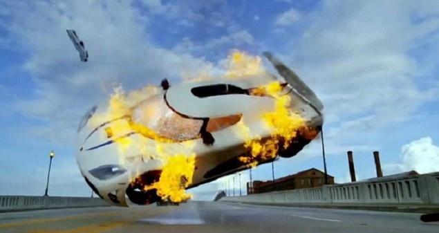 """Приключенческий боевик """"Need for Speed: Жажда скорости"""". Чтобы сохранить семейную мастерскую, Тоби вынужден взять в партнеры богатого и заносчивого бывшего гонщика NASCAR Дино. Когда дела Тоби наконец-то начинают идти в гору, Дино подставляет партнера, и Тоби обвиняют в преступлении, которого он не совершал. Спустя два года Тоби выходит из тюрьмы и желает отомстить. Фильм снят по мотивам легендарной видеоигры – самого  популярного симулятора гонок за всю историю видеоигр."""