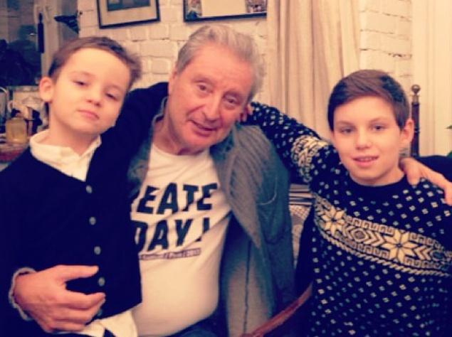 Артистка поделилась с поклонниками семейными снимками в компании главных мужчин – своего знаменитого отца Вениамина Смехова и любимых сыновей.