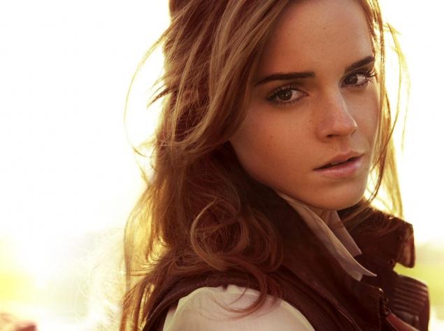"""Интересные факты об актрисе: - Специально для съемок в """"Гарри Поттере"""" Эмма красит волосы в более темный цвет, чем ее естественный (русый). - Своим полным именем она обязана бабушке (названа в честь матери отца). - На съемочной площадке получила прозвище """"Уотсон – Один Дубль"""", так как обычно делает свою сцену за один дубль. - Любимая книга о """"ГП"""" - """"Гарри Поттер и Узник Азкабана"""". - Любимая реплика Гермионы: """"Я собираюсь пойти спать…пока нас не убили – или, хуже того, – не отчислили!"""""""