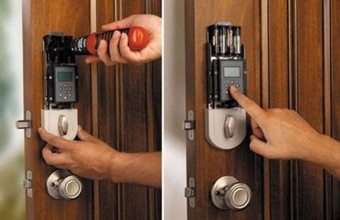 Домашний дактилоскопический датчик в фантастическом 2015 году... Например, в дом входят теперь, не открывая дверь ключами, а прикладывая к сенсору в стене свой большой палец.