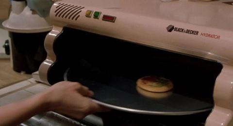 """Мечтой футурологов, завершая рассказ об """"умном доме"""", можно назвать и гидратор пиццы (с голосовым управлением, разумеется). Которого не существует в природе."""