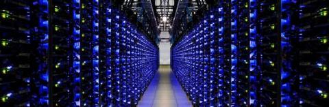 """Вот примерно столько серверов с данными для хранения данных с человеческого мозга. Разумеется, все это касается и транспортировки информации в мозговом чипе (как в """"Джонни-Мнемонике"""" или """"Матрице"""") и внедрению новых знаний: нет еще таких чипов, которые поместят на себя все эти петабайты информации, и при этом будут имплантированы, считаны, загружены в считанные секунды и все такое."""
