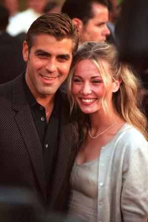 """Селин Балитран. Клуни и французская модель встретились во время съемок фильма """"Миротворец"""" в 1996 году в Париже. Селин даже переехала в Лос-Анджелес к Клуни, но спустя три года их пути разошлись. После Балитран вышла замуж за режиссера Дэвида Розенталя, но развелась."""