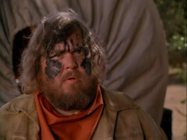 """Караван на восток (1994). Когда во время съёмок комедии """"Караван на восток"""" в Мексике умер Джон Кэнди, перед съёмочной группой возникла дилемма. Им нужно было закончить фильм, в котором Кэнди по сценарию должен был сняться ещё в нескольких сценах. Они прибегли к новой цифровой технологии, чтобы воссоздать лицо Кэнди, кроме того, они нашли для Кэнди дублёра с точно такой фигурой и другого актёра с похожим голосом. Позже режиссёр заметил, что фильм останется в памяти как одна из лучших ролей Кэнди. Но об это редко вспоминают."""