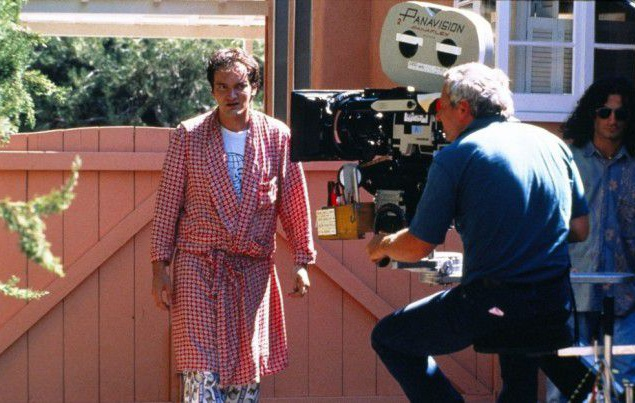 """- Фабиана говорит: """"Любое время подходит для пирога"""". Точно такую же фразу говорит Алабама в """"Настоящей любви"""" (1993), сценарий которой написал Квентин Тарантино; - У персонажа Харви Кейтеля в фильме точно такая же работа, как у его же персонажа в """"Убийце"""" (1993) ; - В удаленной сцене Винсент говорит Мии, что одна из его фантазий заключается в том, чтобы его избила Эмма Пил из сериала """"Мстители"""". Позднее, в 1998 году, Ума Турман исполнила роль Эммы Пил в полнометражной версии """"Мстителей"""" (1998); - В сценарии сказано, что Бутч выступает в полулегком весе. Однако, в фильме противник Бутча, Уилсон, весит 210 фунтов (примерно 95,3 кг), следовательно, Бутч — тяжеловес; - Внешний вид Мии Уоллес (Ума Турман) был создан на основе персонажа Анны Карины из """"Банды аутсайдеров"""" (1964). """"Банда аутсайдеров"""" — один из любимых фильмов Квентина Тарантино; - Фильм, который смотрит Ланс по телевизору незадолго до появления Винсента и Мии, — """"Жених без невесты"""" (1947)."""