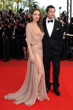 Анджелина Джоли в платье от Versace, 2011 год