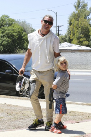 Гвен Стефани на прогулке с семьей