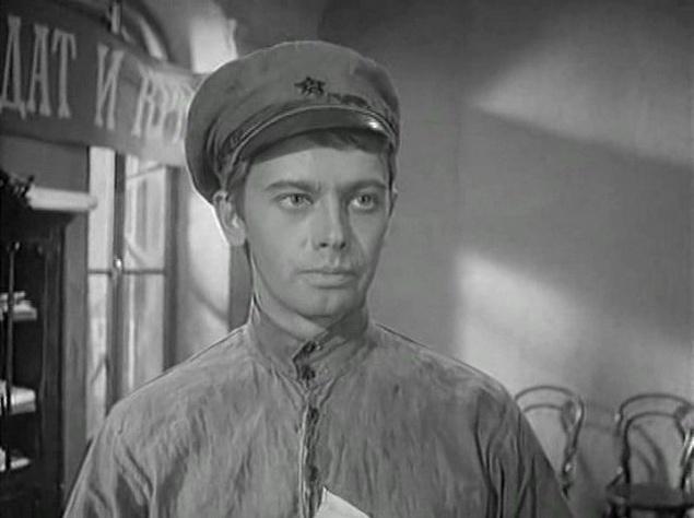 """Его театральная жизнь была не слишком успешной, на сцене он сыграл всего несколько ярких ролей, больше довольствуясь антрепризами. Его дебют как киноактёра в фильме """"Ветер"""" в 1958 году привлек внимание зрителей. Фильм """"Мир входящему"""", в котором Демьяненко снялся в 1961 году, получил несколько премий на МКФ в Венеции."""