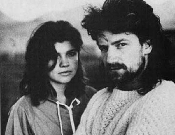 Боно и Али Хьюсон вместе с 1975 года, но поженились в 1982 году. В следующем году исполнится сорок лет как они вместе. У пары четверо детей. И хотя по их словам в их браке всякое случалось, они все еще счастливы вместе.