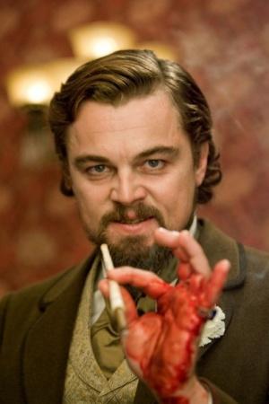 """Леонардо ДиКаприо во время съемок фильма """"Джанго освобожденный"""" в запале так стучит по столу, что разбивает находившейся  там стакан, и сильно режет руку."""