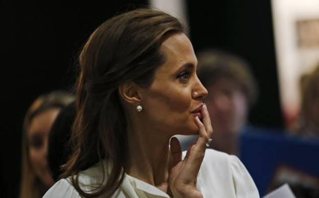 """Анджелина Джоли получила незначительную травму головы во время съемок триллера """"Солт""""."""