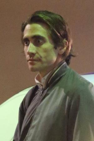 """Джейк Джилленхол также увлекся во время съемки. Снималась сцена фильма """"Стрингер"""", когда он в запале бьет по зеркалу и разбивает его. В результате больница и несколько швов на руке."""