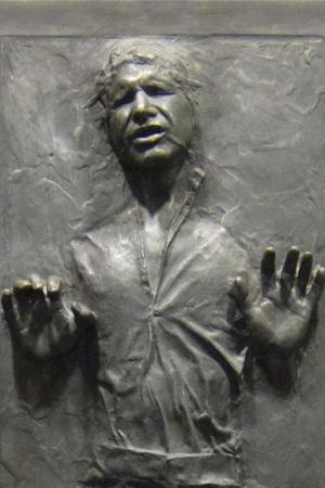 В астероидной сцене эпизода 5 один из астероидов на самом деле был ботинком. По слухам, Джордж Лукас заставил специалистов по эффектам переделывать эту сцену столько раз, что они обозлились и добавили туда ботинок. Сцена, где Хана Соло замораживают имперские штурмовики, была очень длинной и комплексной, и снимать ее потребовалось много раз подряд. Почти в самом конце Лея говорит Хэну: