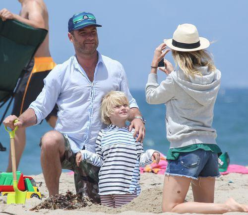 Наоми Уоттс с семьей на отдыхе