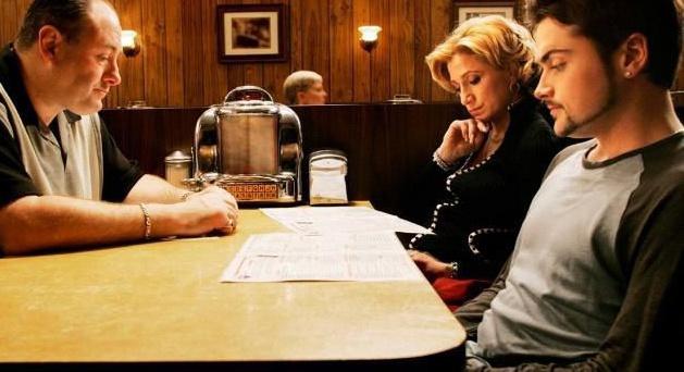 """Тони Сопрано, """"Клан Сопрано"""". Крупный мафиози Тони в исполнении Джеймса Гандольфини показывается как любящий отец, который не хочет впутывать своих детей в криминальные разборки. Вот только гены берут своё…"""