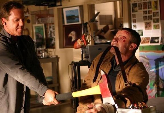"""Джек Бауэр, """"24 часа"""". Семья сотрудника спецслужб всегда находится в опасности. Сможет ли он устранить теракты и спасти близких от мстителей? Герой сериала """"24 часа"""" Джек Бауэр в исполнении Кифера Сазерленда только этим и занимается."""