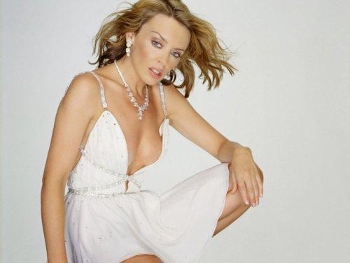 Кайли Миноуг (Kylie Minogue). Настоящая хищница до мозга костей, Кайли, публично заявила о том, что она обожает молодых мужчин. Рекордно популярная эстрадная певица на данный момент встречается с испанской супермоделью Андресом Веленкосо (Andres Velencoso), который на 10 лет младше её. 46-летняя Миноуг открыто заявляет, что она не обращает внимания на огромную разницу в возрасте между ней и её бойфрендом. Это отличная философия настоящих хищниц.