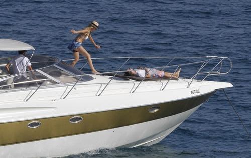 Кейт Хадсон с мужем отдыхает на яхте